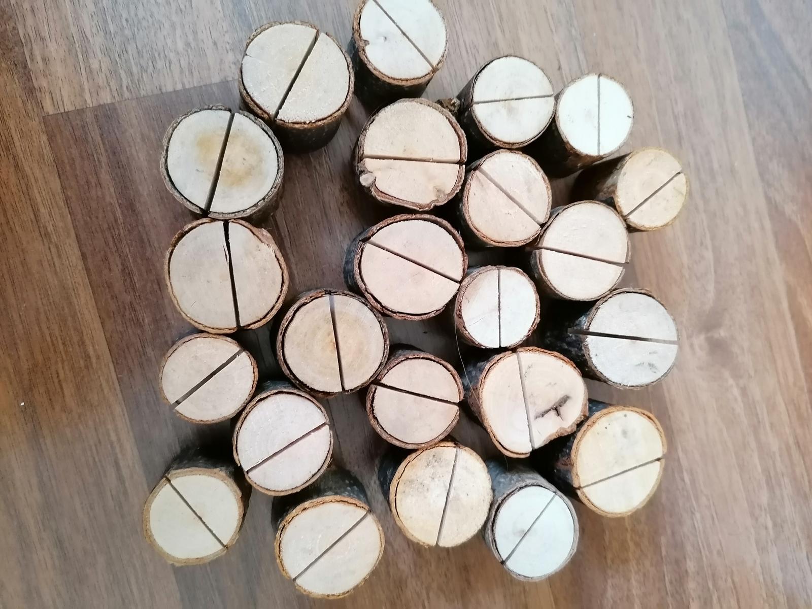 23 ks drevených stojanov na fotky, menu atď - Obrázok č. 1