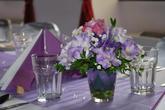 Květinová výzdoba na stoly