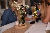 dekorace na stůl v jutovém stylu,
