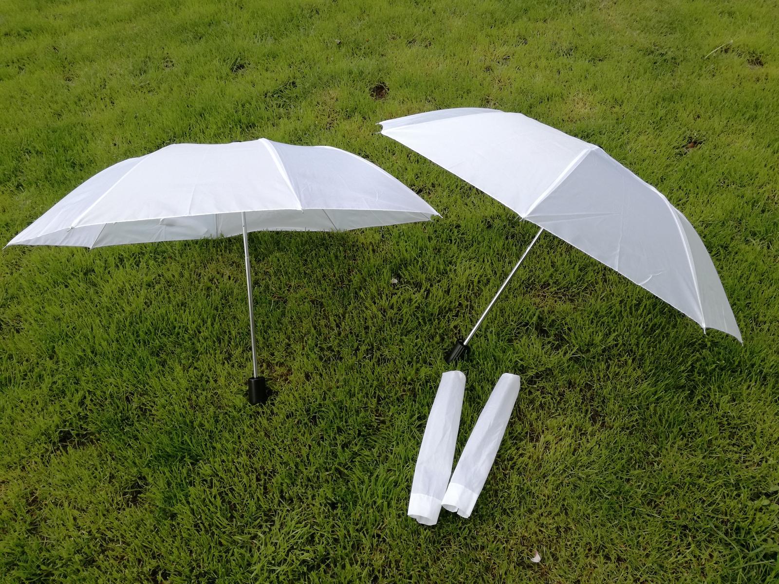 2 bílé deštníky, nepoužité - Obrázek č. 1