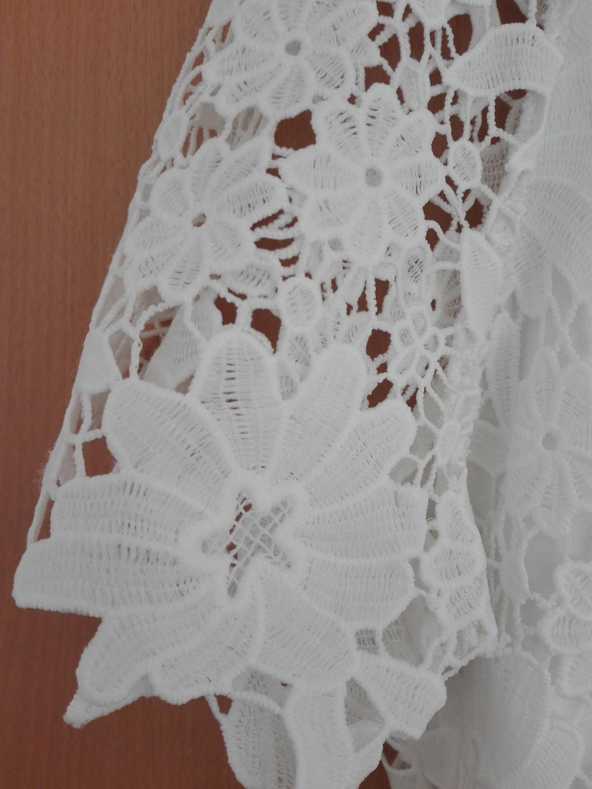 Krátké krajkové šaty - Obrázek č. 2
