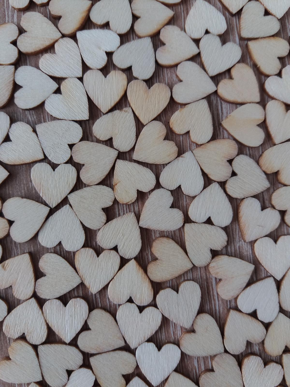 Dřevěná srdíčka 1 cm 100 ks - Obrázek č. 1