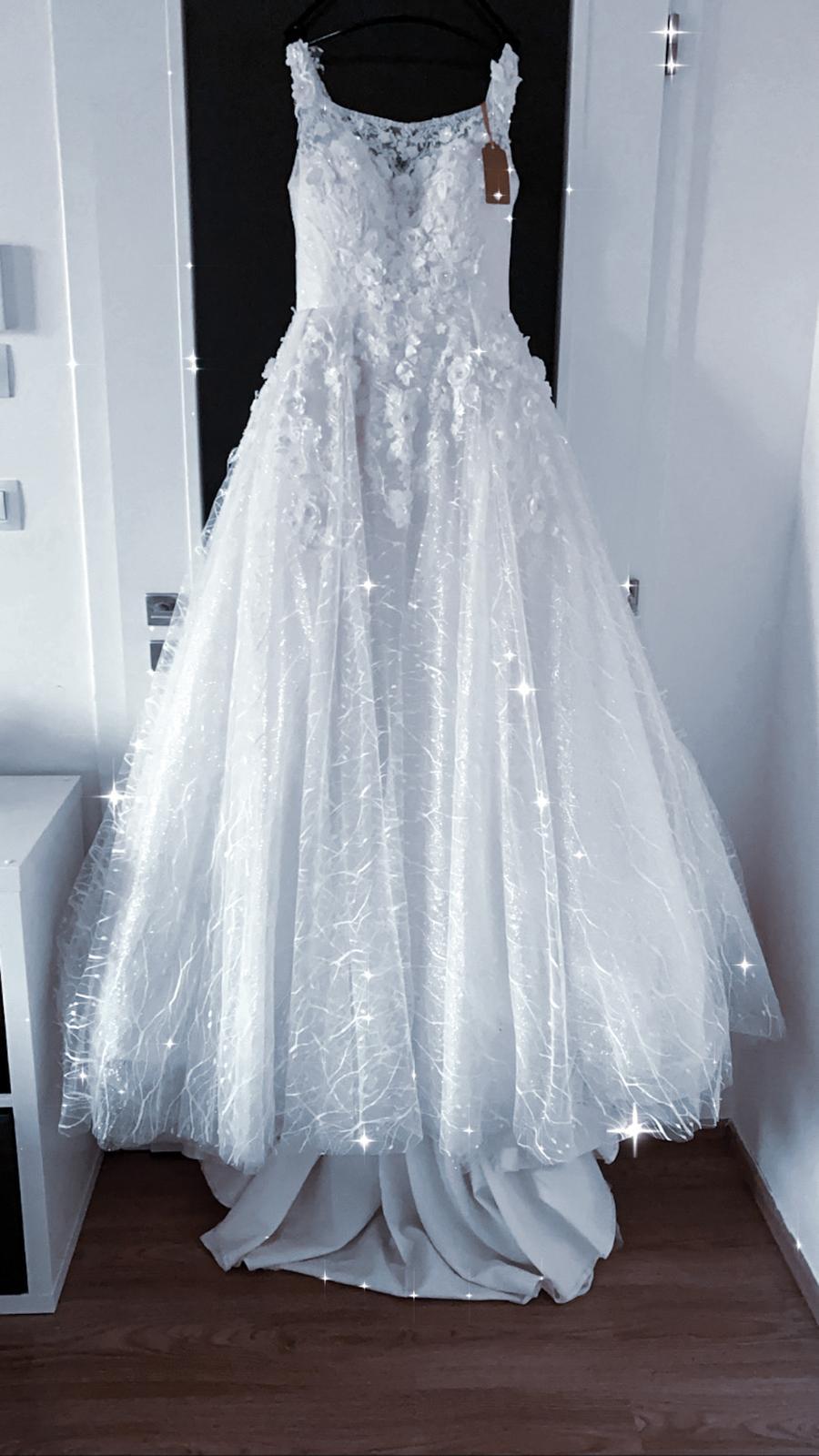 nové princeznovské šaty LICOR - Obrázek č. 1