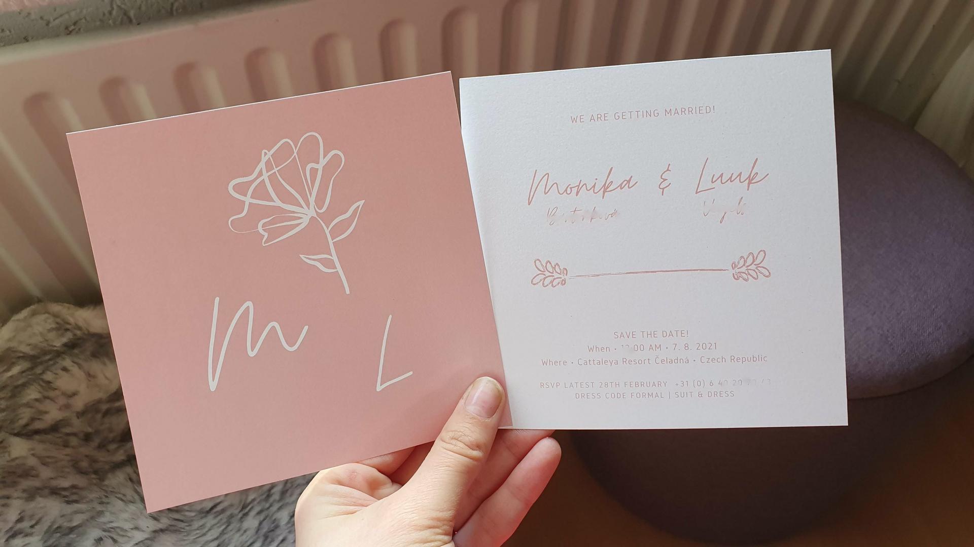 Co už máme nachystáno - Pozvánky.. naše srdcovka, snoubenec je grafický designer, takže jsme si pozvánky mohli udělat sami podle našeho vkusu 💖