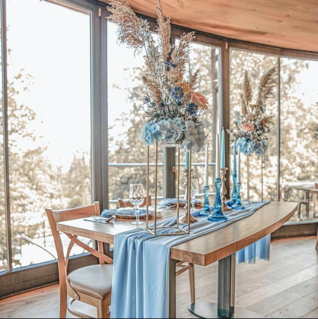 Co už máme nachystáno - Toto bude styl naších dekorací, nachystají to pro nás na místě, odstín bude dusty blue and dusty rose :)