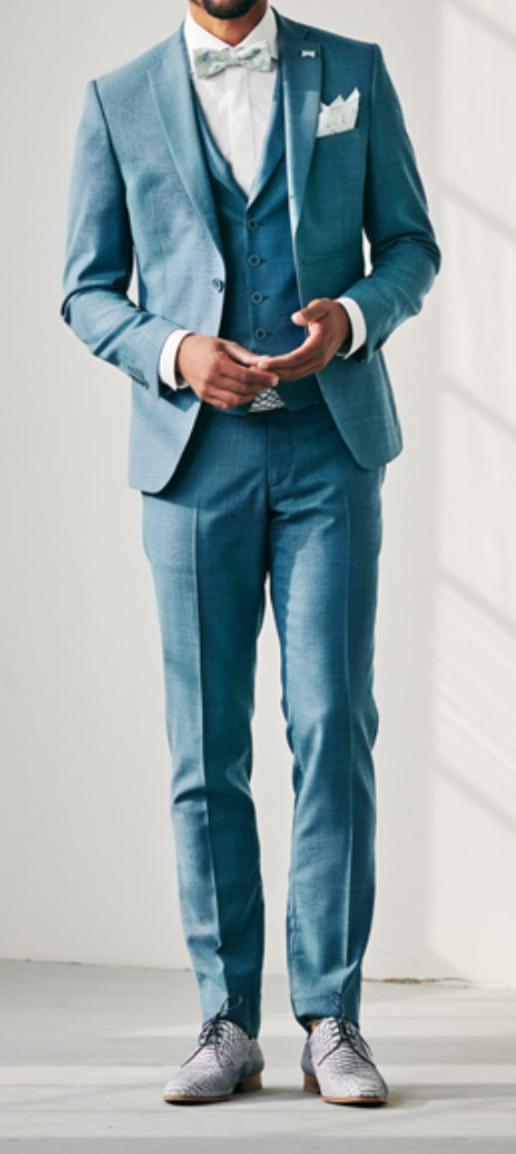Co už máme nachystáno - Oblek z vlny objednán a už se upravuje na míru, jen místo motýlka bude světle modrá kravata a budou cognacove botky :) https://www.immediate-fashion.nl/nl_NL/ zakoupen u nás v Nizozemí a jedná se o čistě Nizozemskou značku.