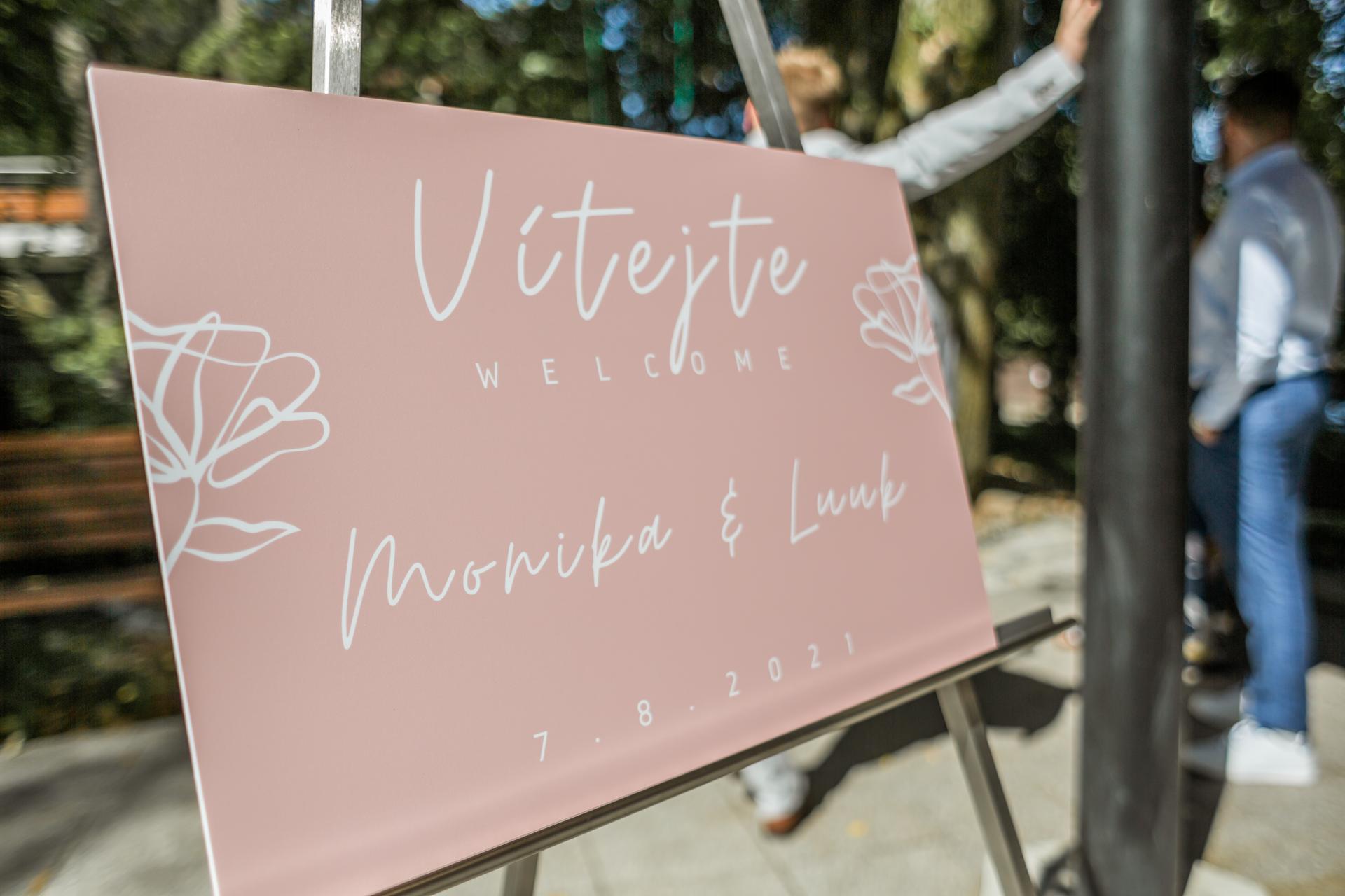 Monika   {{_AND_}}   Luuk - Naše uvítací tabule, manžel navrhl a nechal udělat :)