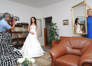 Tak už oblečená a nervózní nevěsta :-)