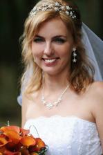 spokojený úsměv nevěsty