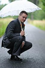 ženich s deštníkem....a kapkami deště - štěstí