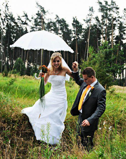 Zdeňka{{_AND_}}Robert Křenkovi - ženich pomáhá své nevěstě :) a šlo mu to!