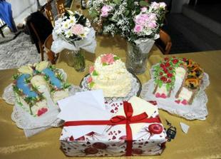 děkuji švagrové Jarušce za úžasné podkovy a svědkyni za svatební dort!