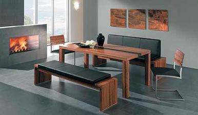 Začíná se mi hrozně líbit kombinace lavice + židle k jídelnímu stolu:-)