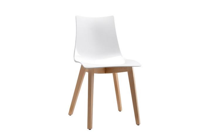 Moje představa o kuchyni - pěkná židle, jestlipak bude pohodlná...