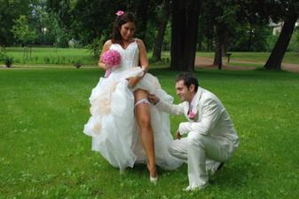 podvazek....z něho byl ženich nadšený:-)