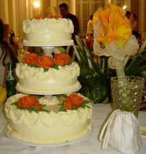 Svadobná torta a kytica
