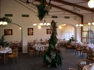 toto je malý salonek, který jsme měli původně mít, ale počet pozvaných se nějak zvýšil.