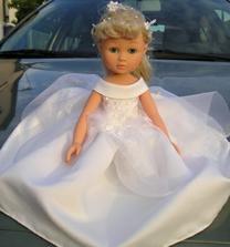 Tak takovou panenku bych moc chtěla na autko...