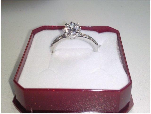 Moj zasnubny prstienok ..