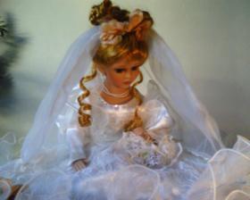 Svatební panenka na auto
