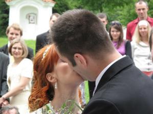 1.manželské políbení...dopadlo to dobře :)
