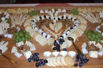 občerstvení pro hosty- určitě formou rautu a grilování