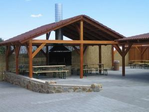 venkovní gigantická terasa s grilováním