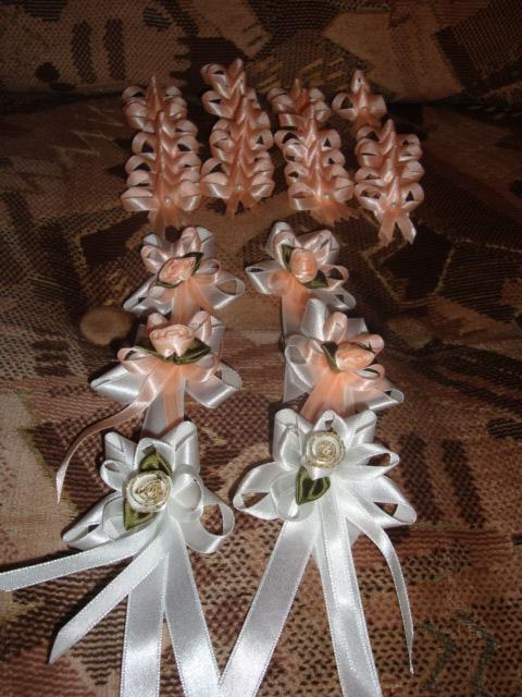 Príprava:) - svadobné pierka, budú marhuľkové, nenašla som žlté ...ale nevadí