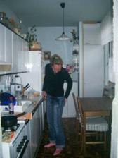 takhle to vypadalo asi v r. 2005-2006, za lednicí vlevy jsme vybourali kus jádra a udělali jíd. koutek.