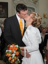 první novomanželská pusa :-)