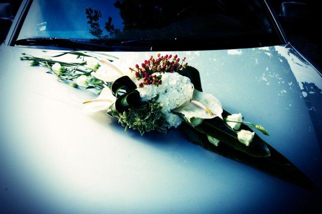 Anna a Martin - květina na nevěsty autě