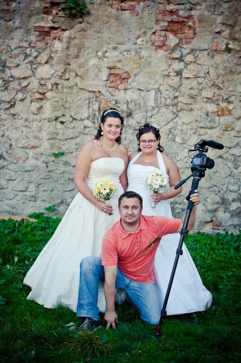 Kamila Burešová{{_AND_}}Kateřina Vaculová - Náš Leošek Brabec (kameraman)