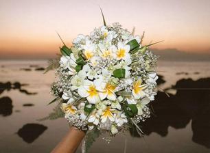 Asi to vyhraje tato, je tak krásná a romantická:)