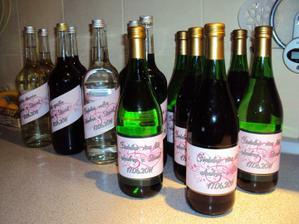 Alkohol polepený našimi etiketami....
