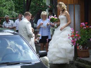 předání svatební kytičky