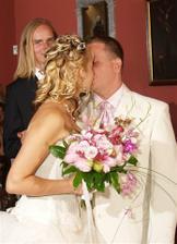 první manželské políbení