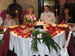 svatební hostina, moc krásně prostřené stoly