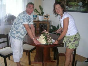 První den po svatbě a rozkrajování dortíku