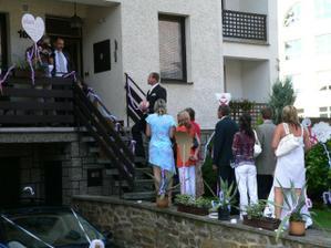 Ženichův průvod z Moravy si musel nevěstu vyzpívat