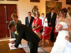 Ještě podpis ženicha