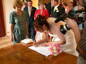 A nevěsty (měla menší problém s příjmením)