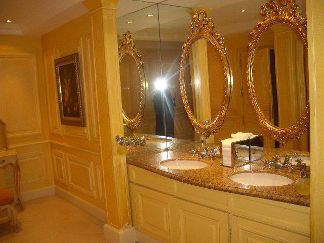 K & S - damske toalety.... v Mariott Hotel Paris
