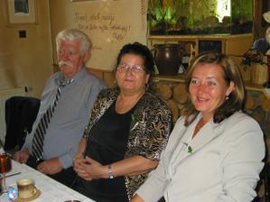 dědeček a babička s maminkou