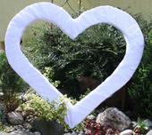 Veľké srdce za novomanželov,