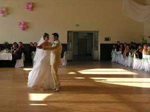 a po dojímavom prípitku a modlidbe prvý tanec