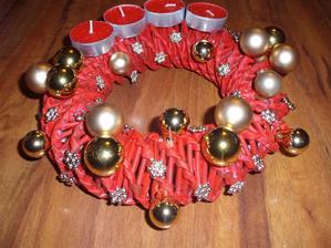 adventný venček - červeno-zlatý