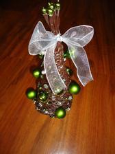 Stromcek hnedý - vyska 20 cm - bielo zelený