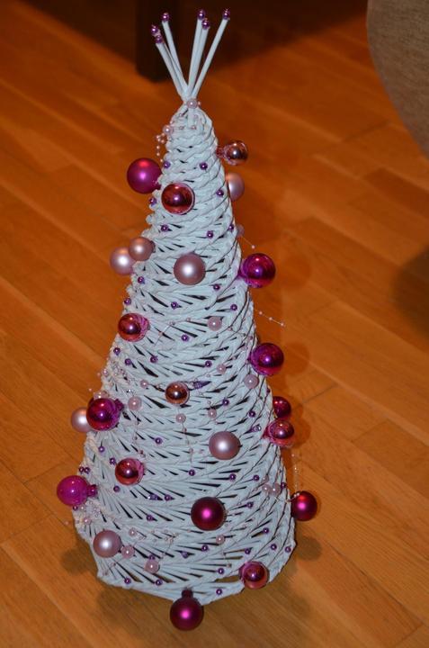885cd9c3c Vianočné pletenie z papiera - stromček bielo-ružovo-fialový - 50 cm ...