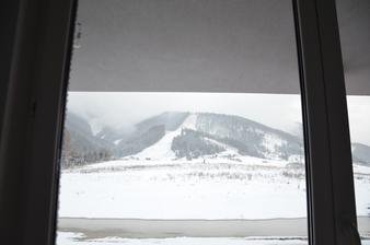 dnes ráno - 21.12.2014 - pohlad z okna - konečne sneh :)