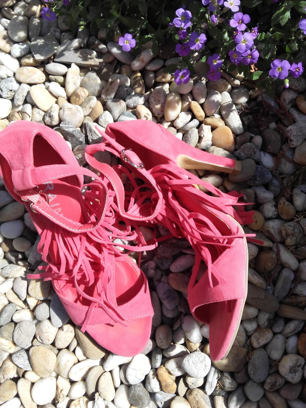 sandálky so strapcami - Obrázok č. 1